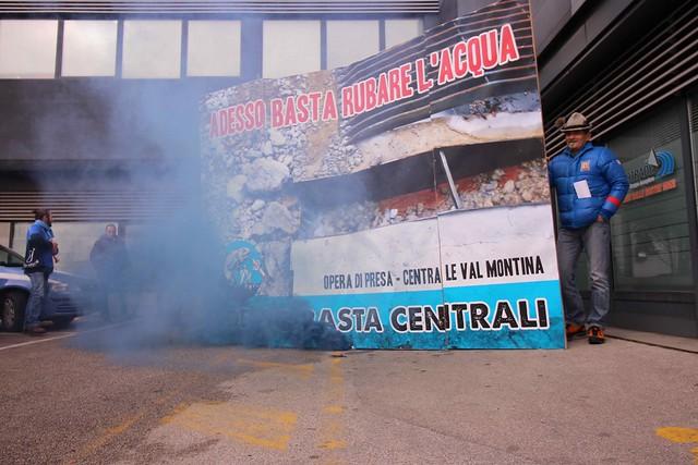 ADESSO BASTA RUBARE L'ACQUA