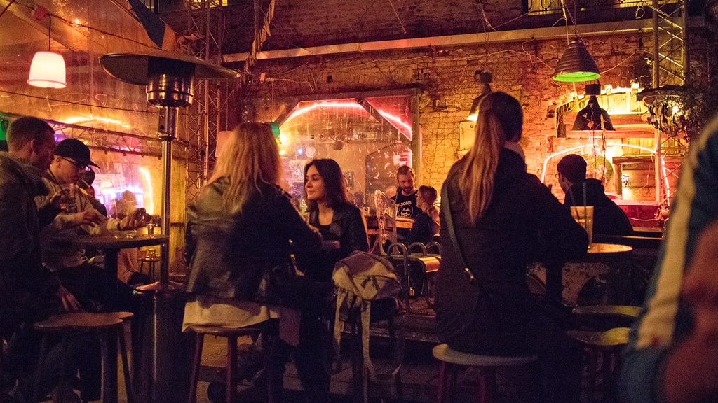 Le légendaire «bar en ruine» Szimpla Kert de Budapest– Photo de Iain Hinchliffe @ Flickr