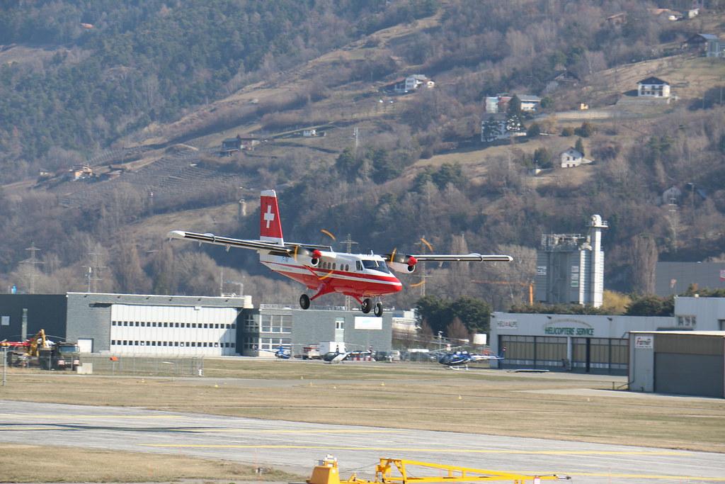 Aéroport - base aérienne de Sion (Suisse) 25530814940_79f9ababe3_b