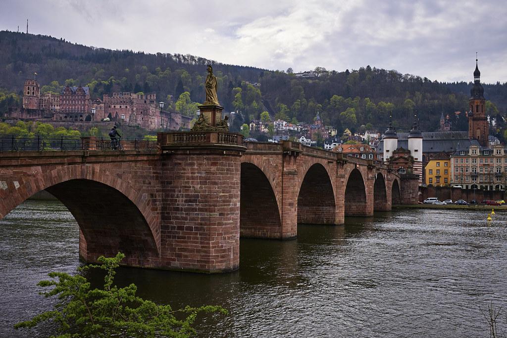 Neben der Alten Brücke