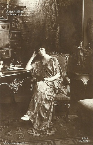 Asta Nielsen at home