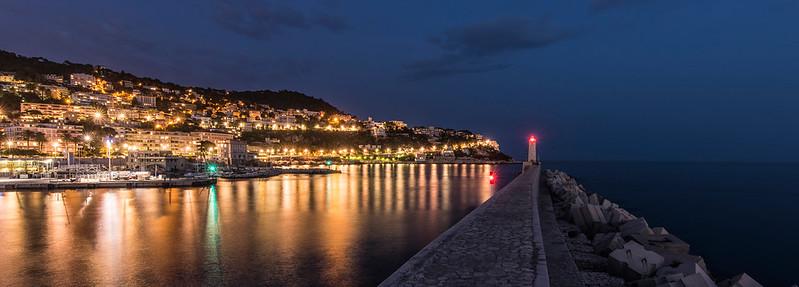 Leuchttum von Nizza am Abend