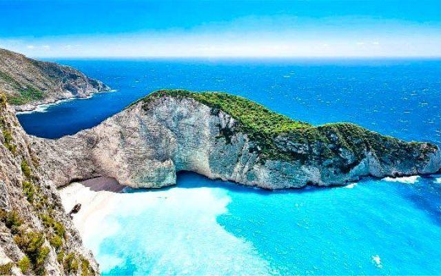La spiaggia di Navagio, la spiaggia più bella di Zante, in Grecia