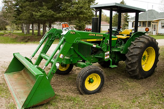 John Deere 2130 Tractor | by Odalaigh
