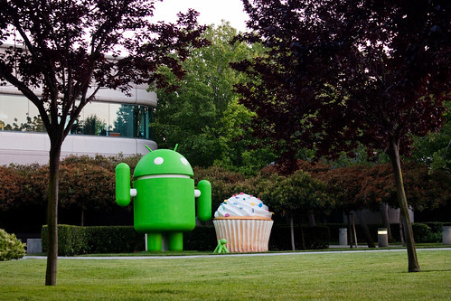 Giant Google Android statue with puppy and cupcake | by ToastyKen