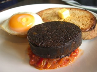 Black Pudding, Stewed Tomatoes, Hash Brown and a Fried Egg - Birdman Eating | by avlxyz