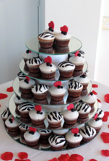Wedding Cupcakes - Black/white & red themed | by kylie lambert (Le Cupcake)