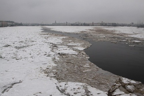 Broken up ice flows downstream from Тро́ицкий мост (Trinity Bridge)