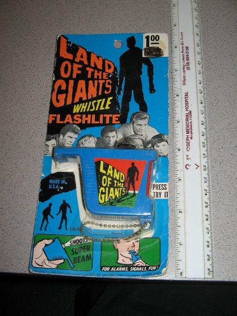 landofgiants_flashlight