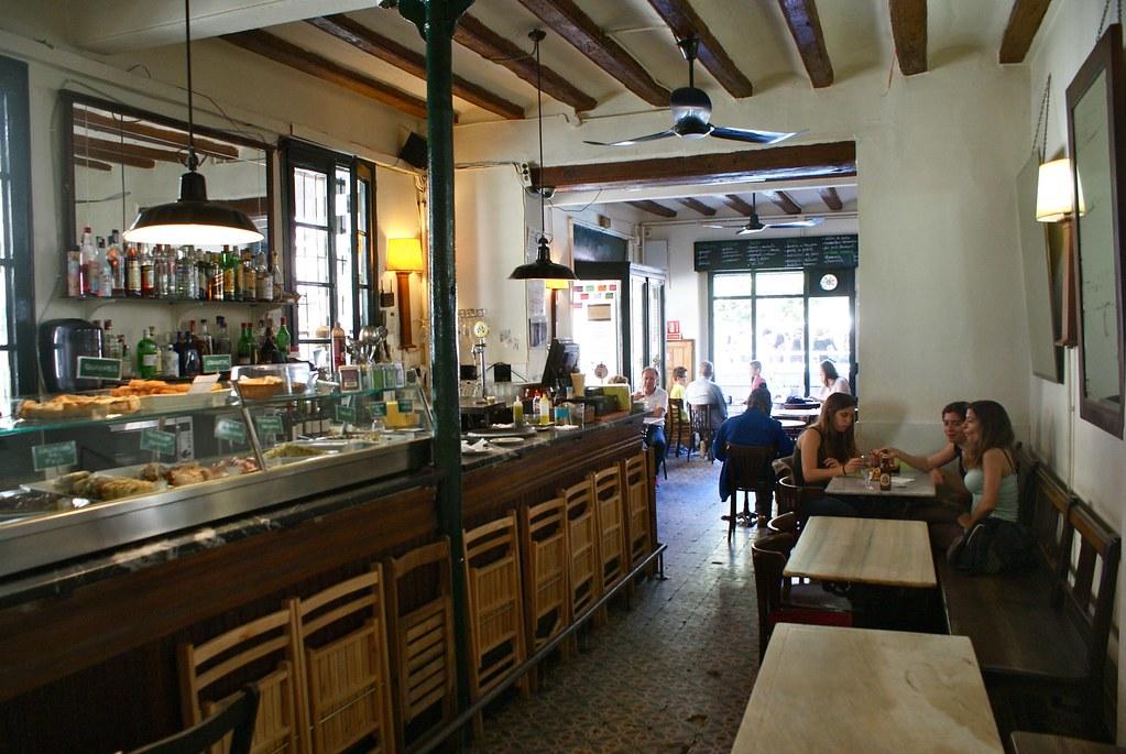 Bars de la Plaça del Sol dans le quartier de Gracia à Barcelone.