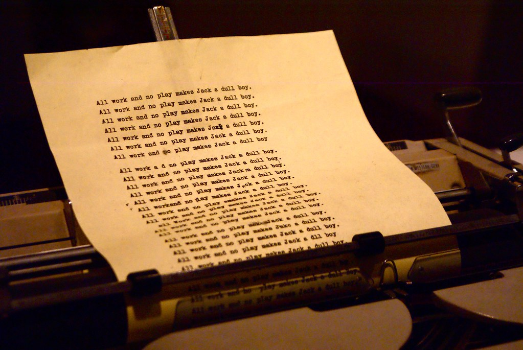 Machine à écrire de Shining avec la même phrase répétée à l'envie.