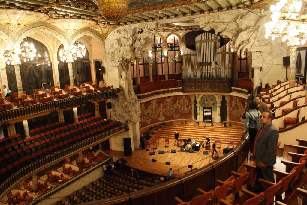 A l'intérieur du Palais de la musique catalane (Palau de la Musica Catalana) à Barcelone.