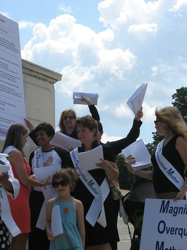 Senator McCain Resume Delivery Event 010 | by momsrising