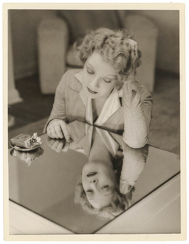 Film star Helen Twelvetrees, Rutland Gates, Bellevue Hill, Sydney, early 1936 / photograph by Sam Hood