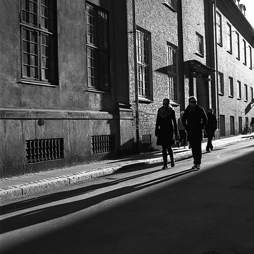 people_walking_alley | by omsi28
