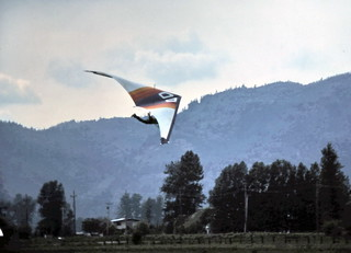 gm_10906 Chilliwack Hang Gliding 1977 | by CanadaGood