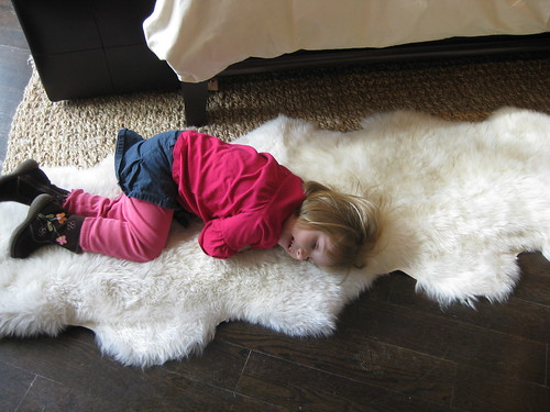 someone loves the rug at Pottery Barn!