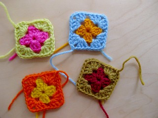joining granny squares :: step 1 | by sarah london textiles