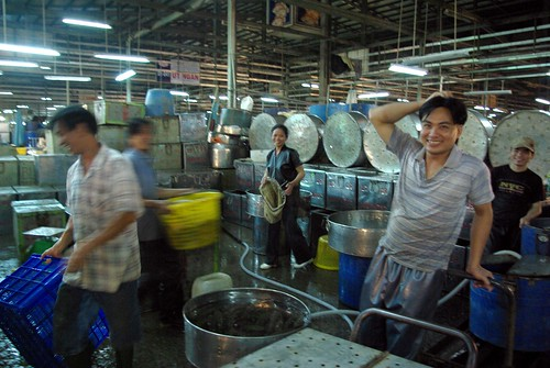 Busy - Chanh Hung Night Fish Market. Ho Chi Min City/Saigon | by The Hungry Cyclist