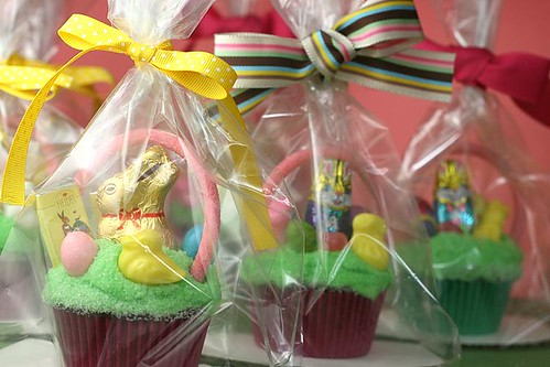 Mini Easter Basket Cupcakes | by Bakerella