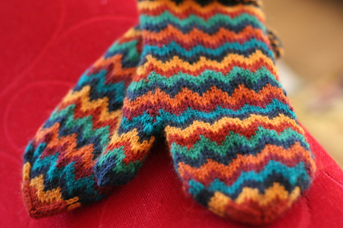 Chevron Love Mittens by Julia Vesper | by ElinorB