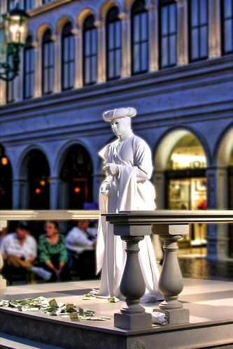 Venetian living statue flickr photo sharing for Garden statues las vegas nv