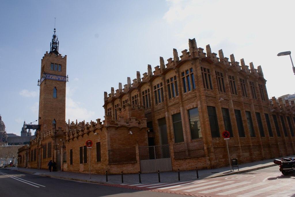 Caixa Forum à Barcelone : Centre culturel, artistique et éducatif au pied de la colline de Montjuic.