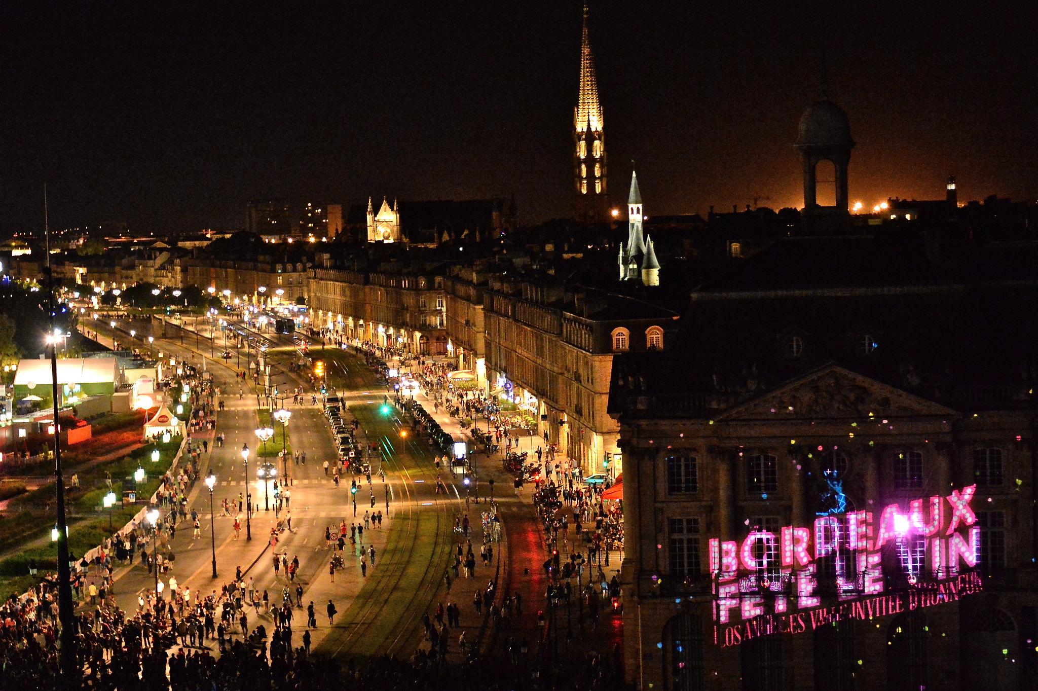 Panorama de nuit sur Bordeaux Fête le Vin