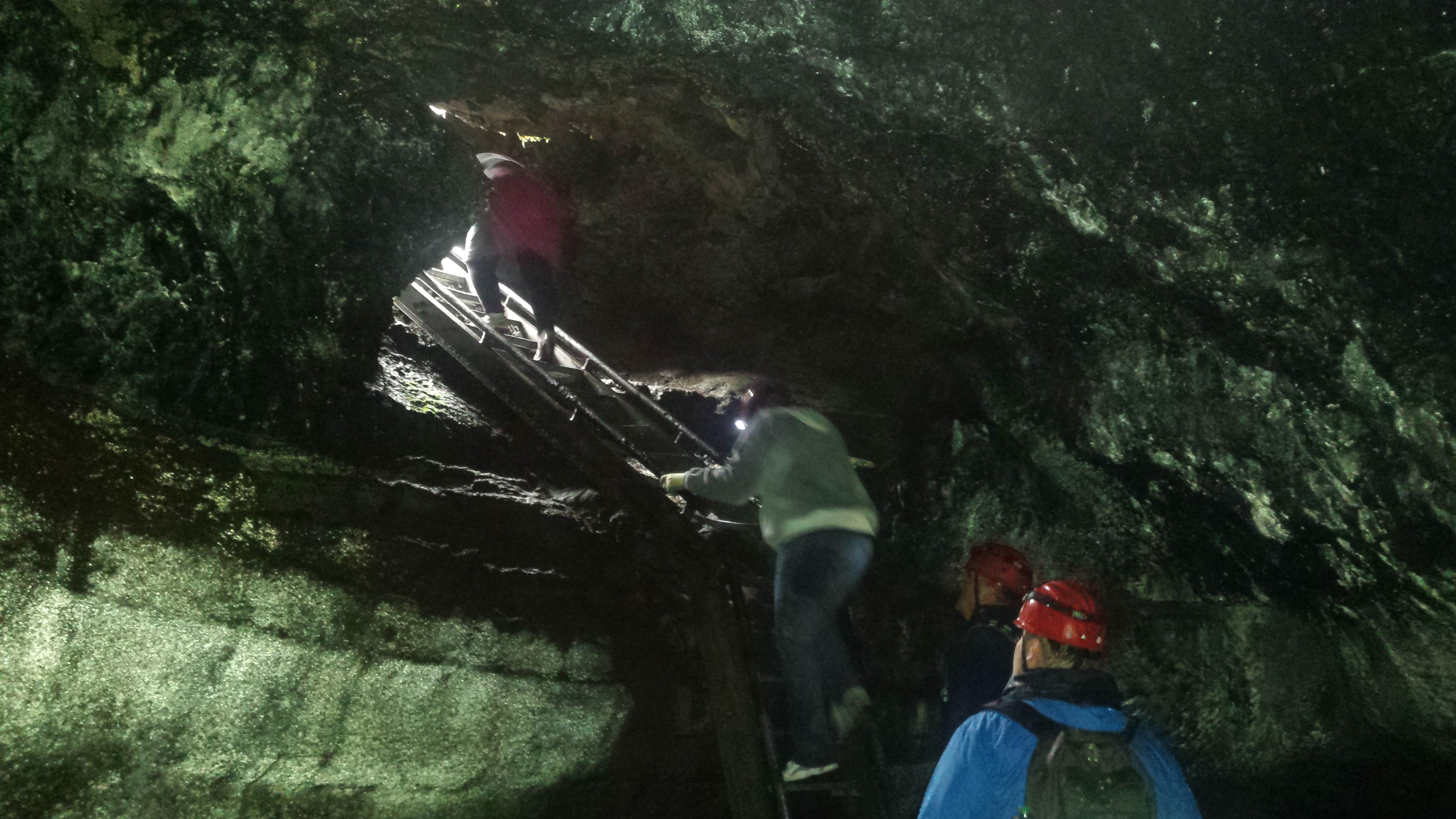 Ape Cave Tour_19