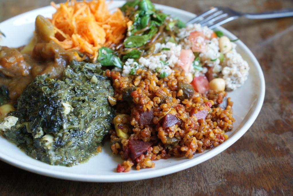 > Piatti vegetariani nel ristorante Momo tra la Città Vecchia e Kazimierz a Cracovia.