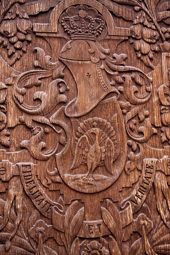 Royal emblem on a carved wooden door flickr photo sharing for Wood carving doors hd images