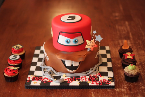 Cars inspired cake with matching cuppies | by Andrea's SweetCakes