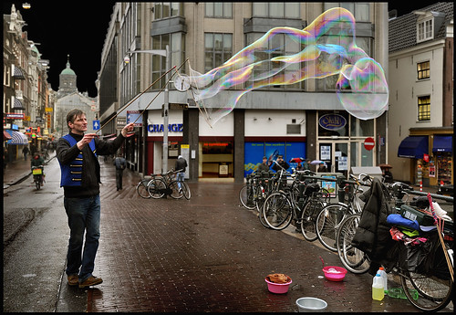 Damstraat Amsterdam. Milan(from Italy)is blowing bubbles | by martin alberts Pictures of Amsterdam