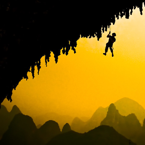 A climber in Yangshuo | by samthe8th