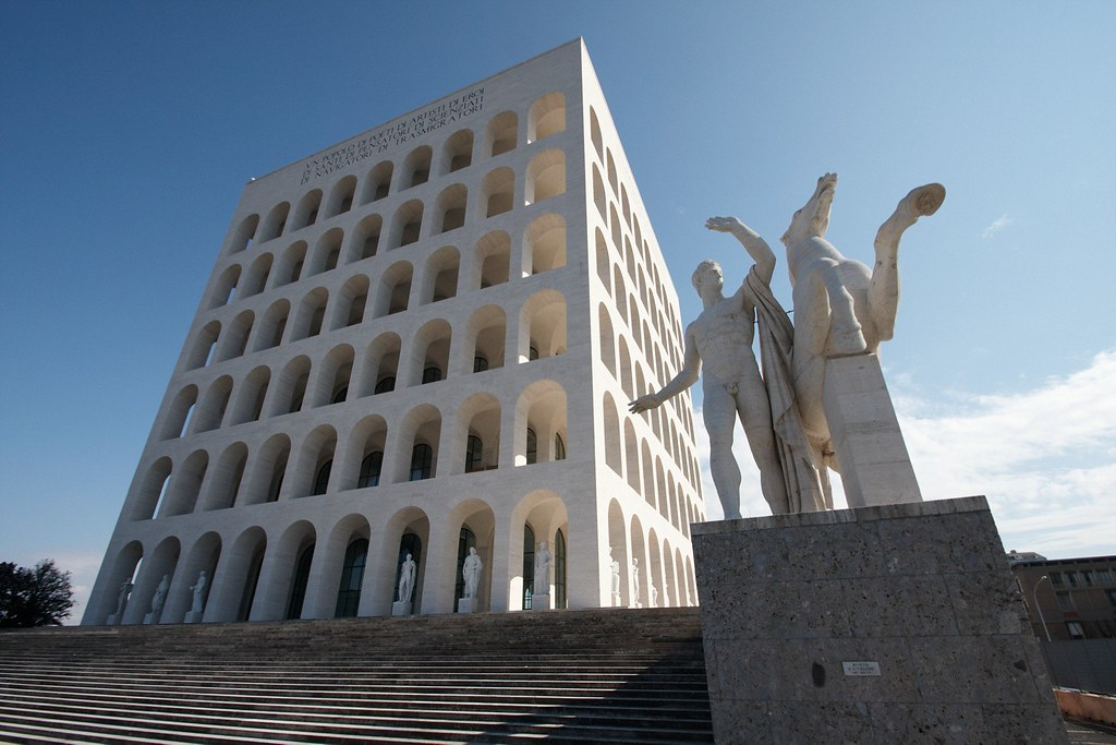 > Square Colloseum dans le quartier EUR de Rome. Photo d'Alexande Delbos.