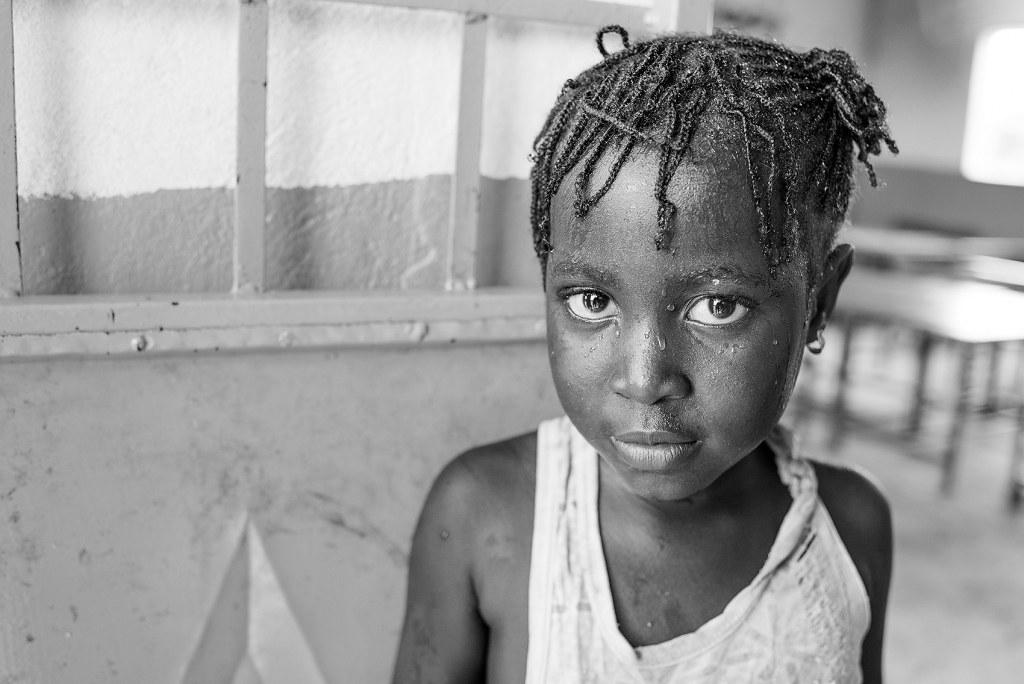 RE05 RE19 mareher (España) - Llegando a la escuela - Tomada en Fass Chamen (Gambia) el 15072016