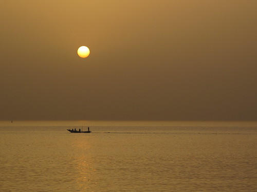 Heading for the fishing grounds at dawn of Dakar, Senegal | by ambabheg