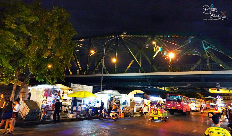 saphan phut night market memorial bridge