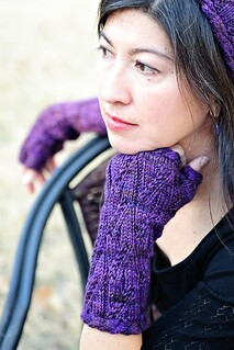 Twisty Violet Mitts | by TotToppers
