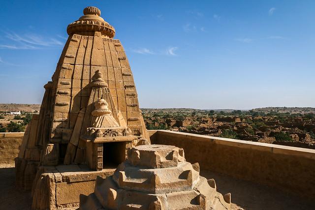 Hindu temple in Kuldhara abandoned village, near Jaisalmer, India ジャイサルメール、砂漠ツアーで寄った廃墟の町クルダラのヒンドゥー寺院