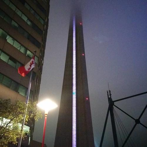 Rising into mist #toronto #cntower #night #fog #tower