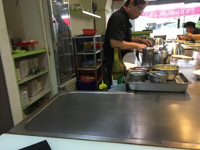 廚房很乾淨,鐵板刷得亮晶晶的@永和永青鐵板燒