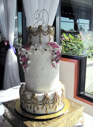 bling wedding cakes gold and bling wedding cake flickr photo 11929