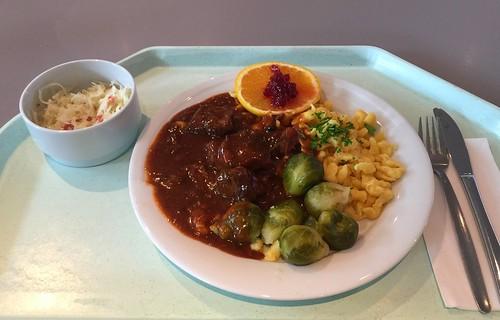 Boar goulash with brussels sprouts & spaetzle / Wildschweingulasch mit Rosenkohl & Spätzle