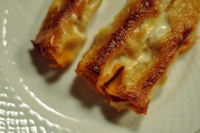 Gratineret canneloni med kylling i tomatflødesauce og parmesan