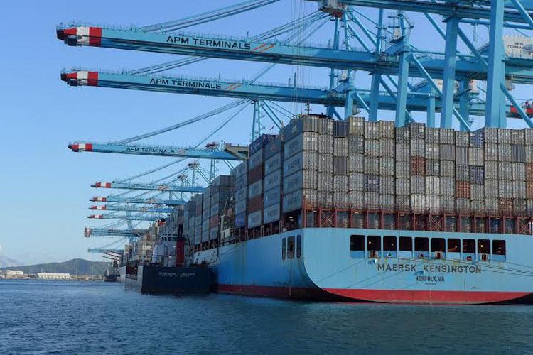 puerto barco contenedores maersk 15