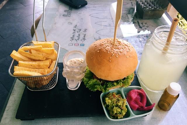 Cloud 9 Canggu food