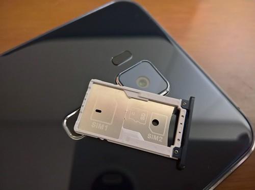 Zenfone 3 SIMスロット