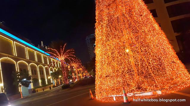 halfwhiteboy powerplant mall christmas decor 2016 07