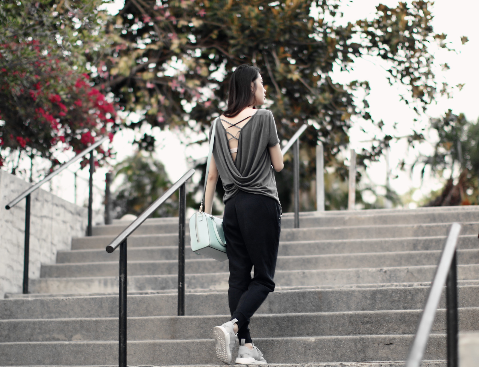1243-clothestoyouuu-ootd-fashion-sportychic-athleisure-criss-cross-draped-back-tee-abercrombie-hollister